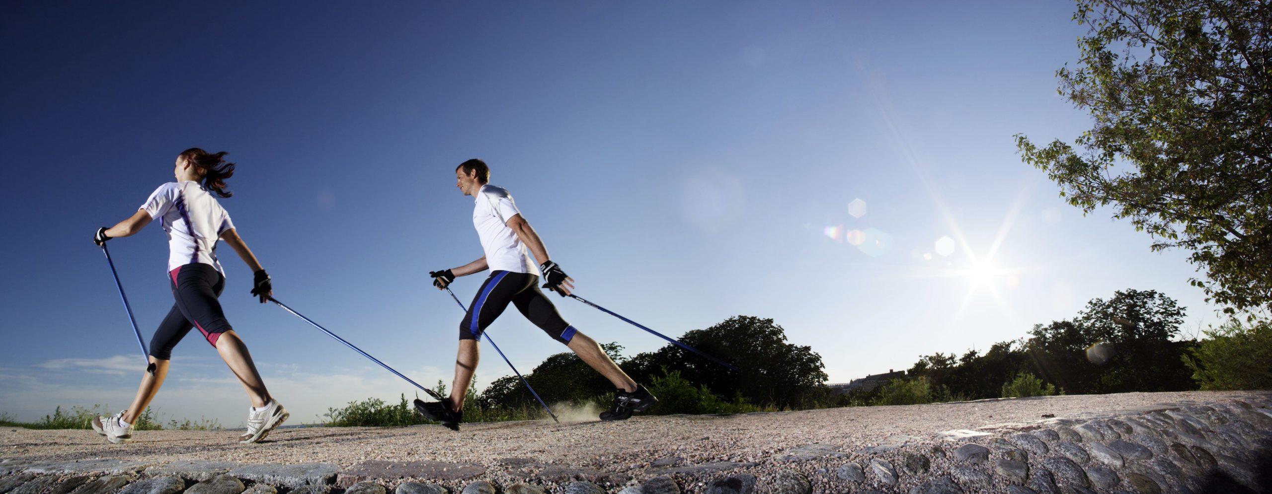 Źródło zdjęcia: https://www.google.pl/imgres?imgurl=http%3A%2F%2Fszczuplapannamloda.pl%2Fwp-content%2Fuploads%2F2017%2F02%2Fnordic-walking.jpg&imgrefurl=http%3A%2F%2Fszczuplapannamloda.pl%2Fnordic-walking-sport-bez-wad%2F&docid=2KzWSYPl341TjM&tbnid=aSi9OT3awacpbM%3A&vet=10ahUKEwiRva3G4oDTAhWBHywKHctDDRMQMwgyKAEwAQ..i&w=4000&h=1554&bih=894&biw=1280&q=nordic%20walking&ved=0ahUKEwiRva3G4oDTAhWBHywKHctDDRMQMwgyKAEwAQ&iact=mrc&uact=8#h=1554&imgrc=aSi9OT3awacpbM:&vet=10ahUKEwiRva3G4oDTAhWBHywKHctDDRMQMwgyKAEwAQ..i&w=4000